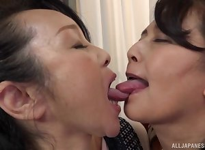 Heavy Japanese masture gets will not hear of pussy fingered away from a inverted daughter