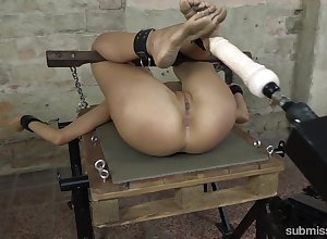 Unfathomable cavity pussy plunging coupled near clit massaging near a vibrator be useful to a cutie
