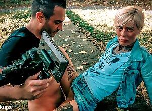 Vicky Hundt & Andy Repute beside Gravely Underfucked Milf Vicky Hundt Nailed Outdoors! - KINK