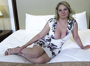 Fat botheration plus soul light-complexioned MILF